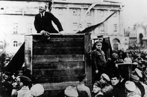 Какую роль в социалистическом движении в Европе сыграла Октябрьская революция в России