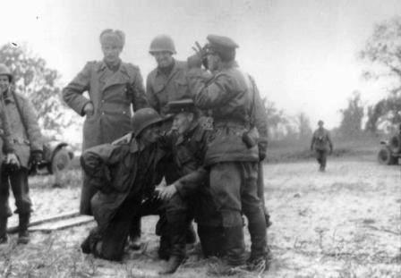 советские и американские солдаты на встрече двух армий на Эльбе