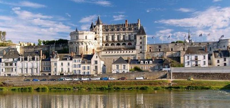как во франции боролись католики и гугеноты