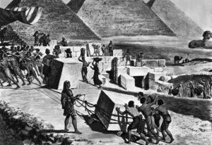 кто строил пирамиды
