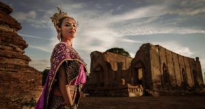 как погибла королева Сиама
