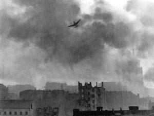 что делала советская сторона когда было варшавское восстание