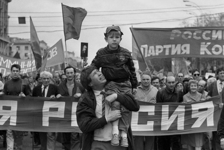 кто был в оппозиции ельцину и правительству в начале 90 х годов