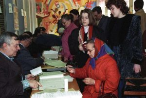 из за чего произошел конфликт между президентом и парламентом в россии 1993 года